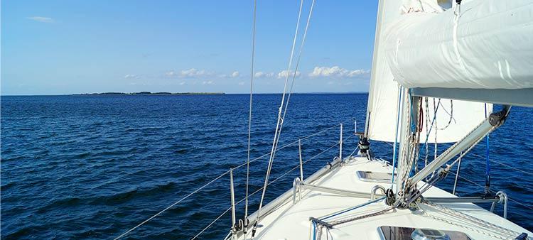 Navega seguro con tu embarcación de recreo en Castellón.