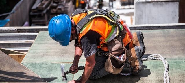 Garantiza la seguridad de tus empleados con un buen seguro de accidentes.