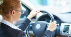 Conduce seguro, no olvides las gafas