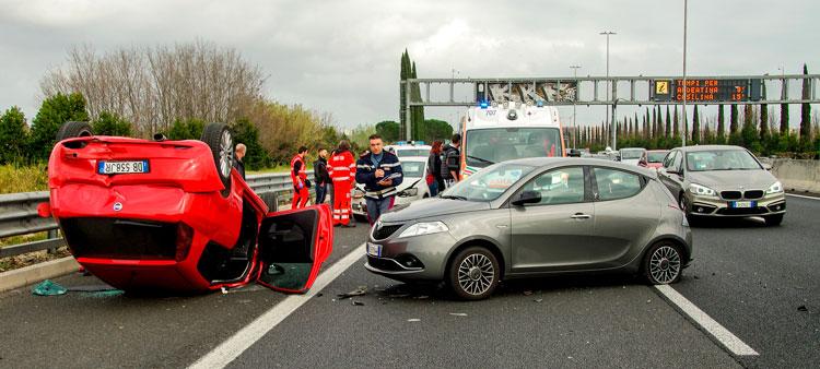 ¿Qué hacer cuando un coche sin seguro te da un golpe?